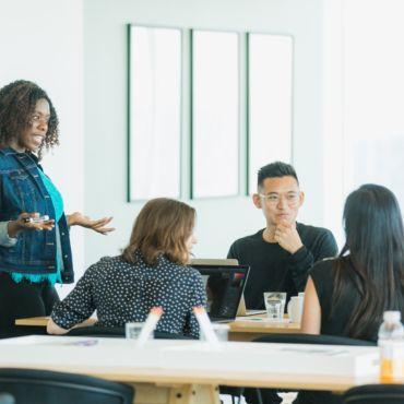Bild på folk under möte